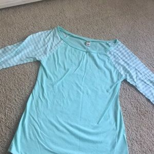 Size large (fits more like a medium)